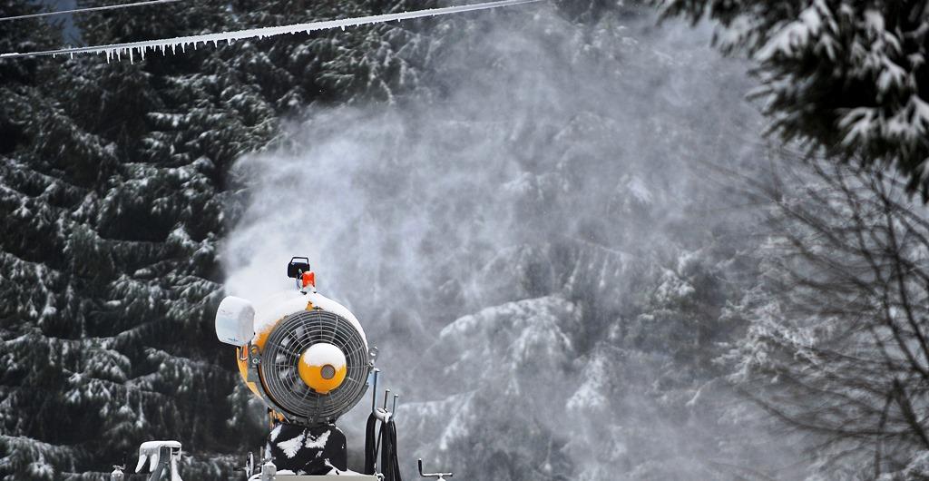 Με τεχνητό χιόνι οι πίστες στη Βόρεια Ελλάδα!