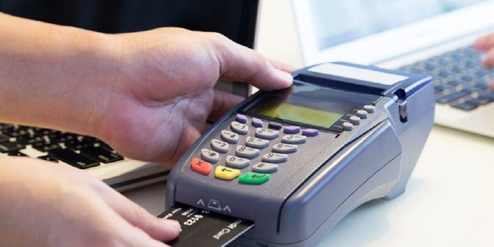 Συναλλαγές με μετρητά έως 500 ευρώ – Πώς χτίζεται πλέον το αφορολόγητο μέσω πλαστικού χρήματος – Ποιοι απαλλάσσονται;