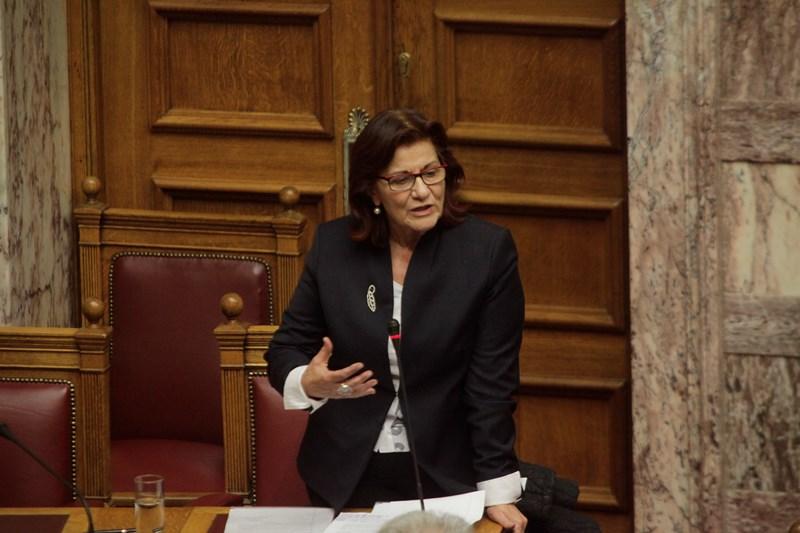Φωτίου: Αλλάζει ο νόμος για την αναδοχή και την υιοθεσία