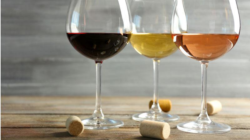 Καταργείται εντός του έτους ο Ειδικός Φόρος Κατανάλωσης στο κρασί