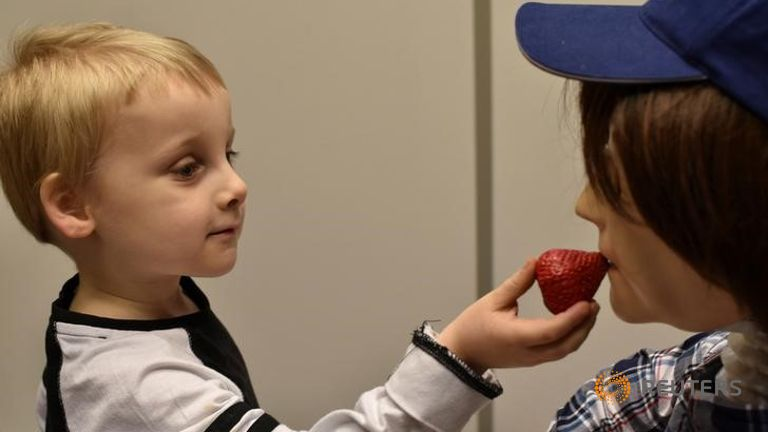 Ρομπότ βοηθάει στην κοινωνικοποίηση παιδιών με αυτισμό – Την Κυριακή η Παγκόσμια Ημέρα (Video)