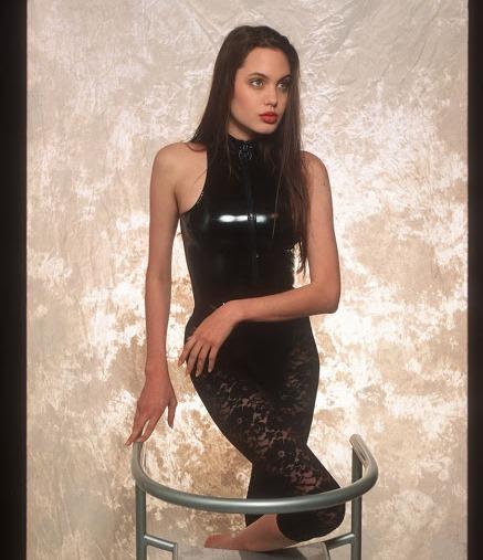 Η 16χρονη Αντζελίνα Τζολί μοντέλο εσωρούχων!