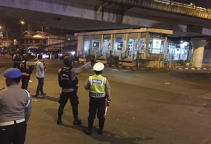 Εκρήξεις στην Τζακάρτα από βομβιστή-καμικάζι