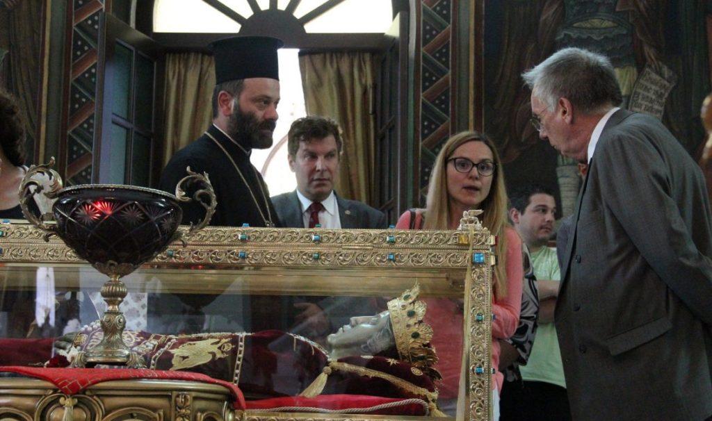 Τίμιο Ξύλο και Αγία Ελένη προσκύνησε ο πρέσβης της Αυστραλίας