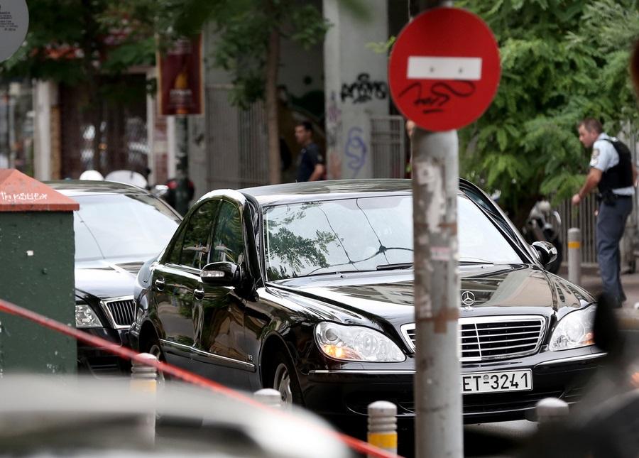 Συναγερμός στην Αντιτρομοκρατική για την επίθεση σε Παπαδήμο – Έρευνες για τον φάκελο
