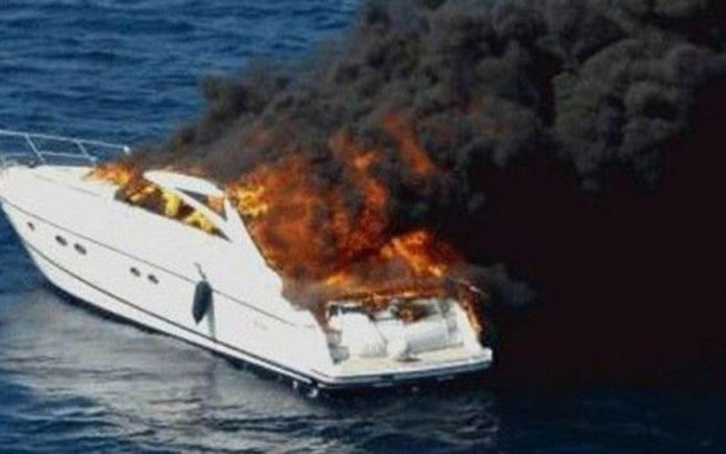 Πέραμα: Βυθίστηκε θαλαμηγός μετά από φωτιά