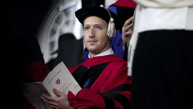 Μαρκ Ζούκερμπεργκ: Επιτέλους και πτυχιούχος του Χάρβαρντ