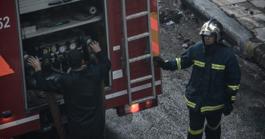 Υπό έλεγχο η πυρκαγιά σε κτίριο στην Ερμού