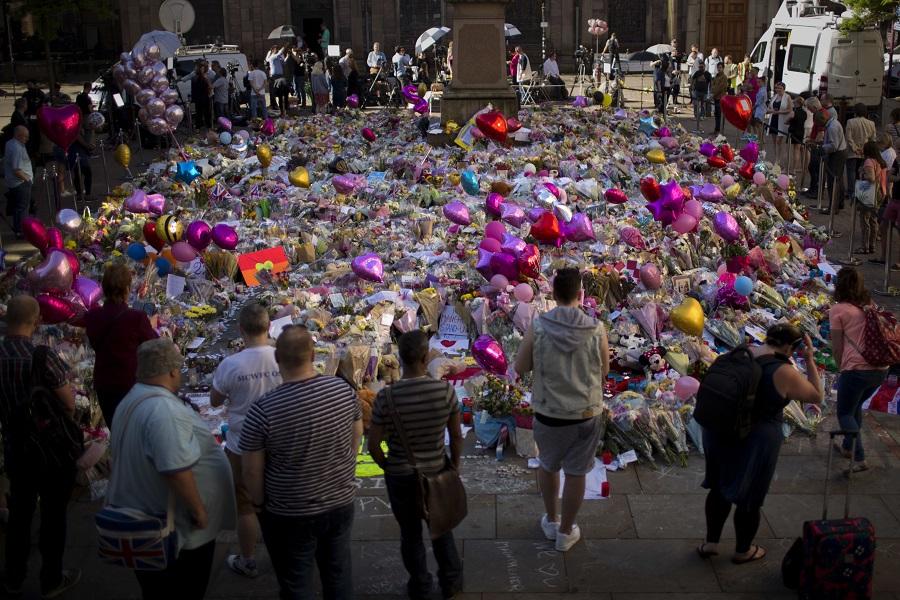 Μάντσεστερ: Φόρος τιμής σε δύο μητέρες-θύματα της επίθεσης στο Μάντσεστερ