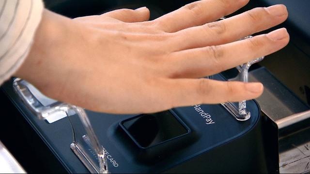 Πληρώστε με… το χέρι σας