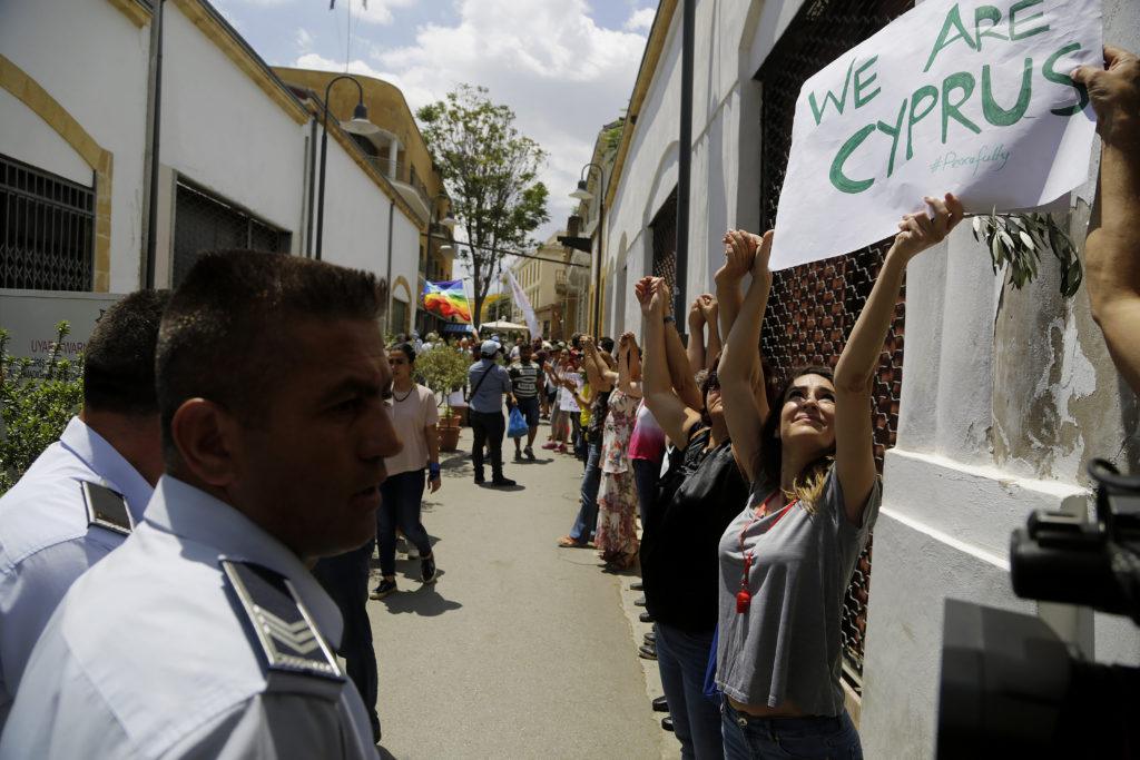 """Κύπριοι: """"Βοηθάτε μας να σμίξουμε"""""""