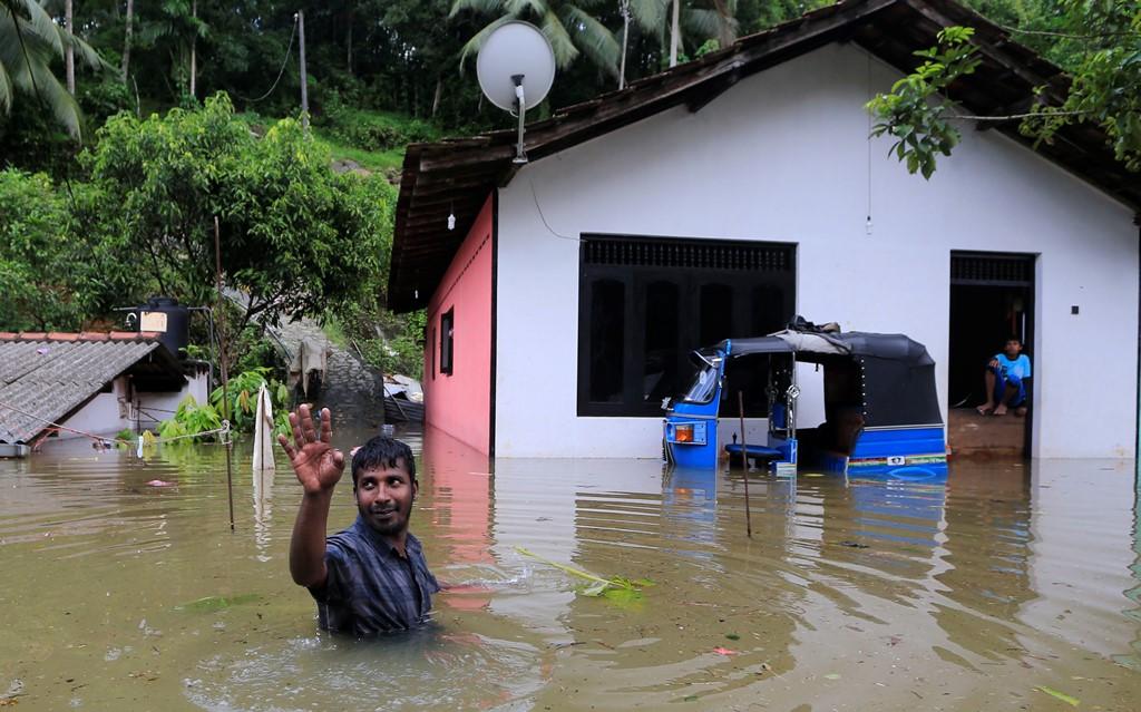 Σρι Λάνκα: Δεκάδες νεκροί από πλημμύρες και κατολισθήσεις
