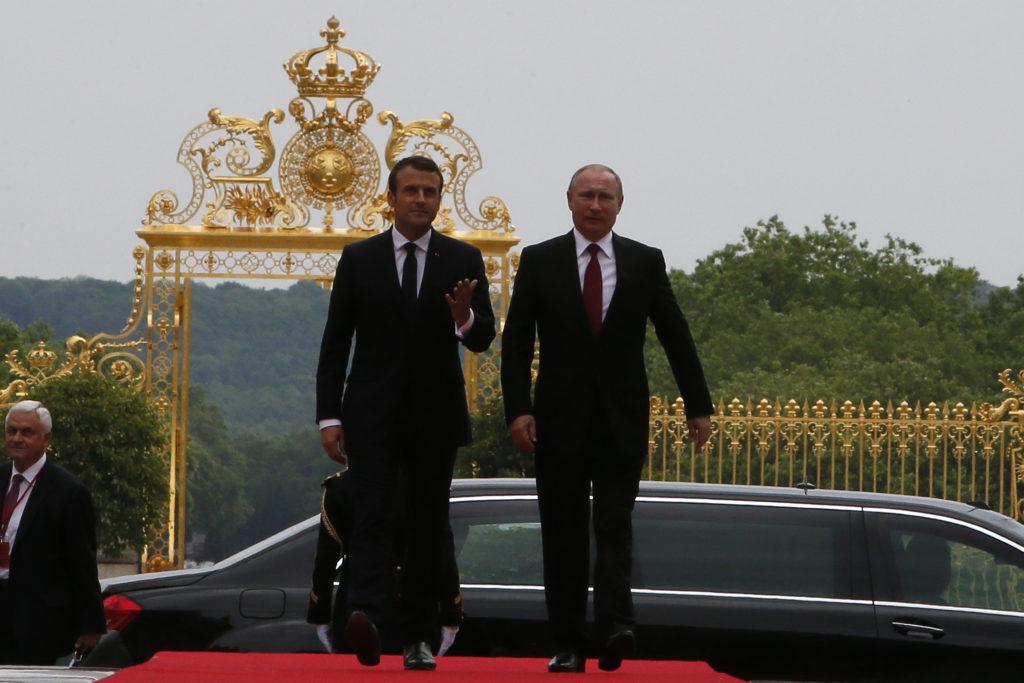 Συνάντηση Πούτιν – Μακρόν: Θα υπάρξουν αντίποινα στη Συρία, δήλωσε ο Γάλλος πρόεδρος