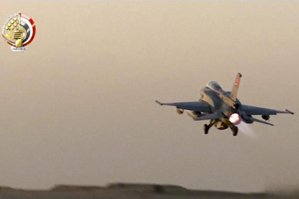 Αίγυπτος: Ο στρατός θα συνεχίσει τους αεροπορικούς βομβαρδισμούς