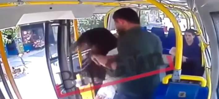 Χτύπησε φοιτήτρια επειδή φορούσε… σορτσάκι: «Δεν ντρέπεσαι να ντύνεσαι έτσι στο Ραμαζάνι;» (Video)