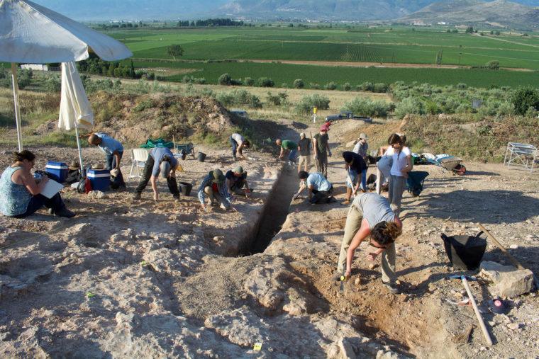 Σπουδαία αρχαιολογική ανακάλυψη: Βρέθηκε ένας από τους μεγαλύτερους μυκηναϊκούς λαξευτούς τάφους (Photos)