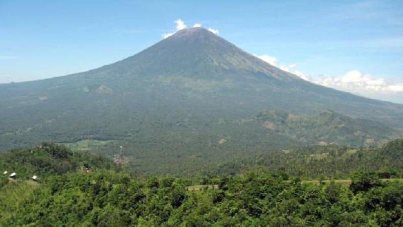 Πανικός στο Μπαλί από ηφαίστειο που είναι έτοιμο να εκραγεί – Εκκενώνονται σπίτια