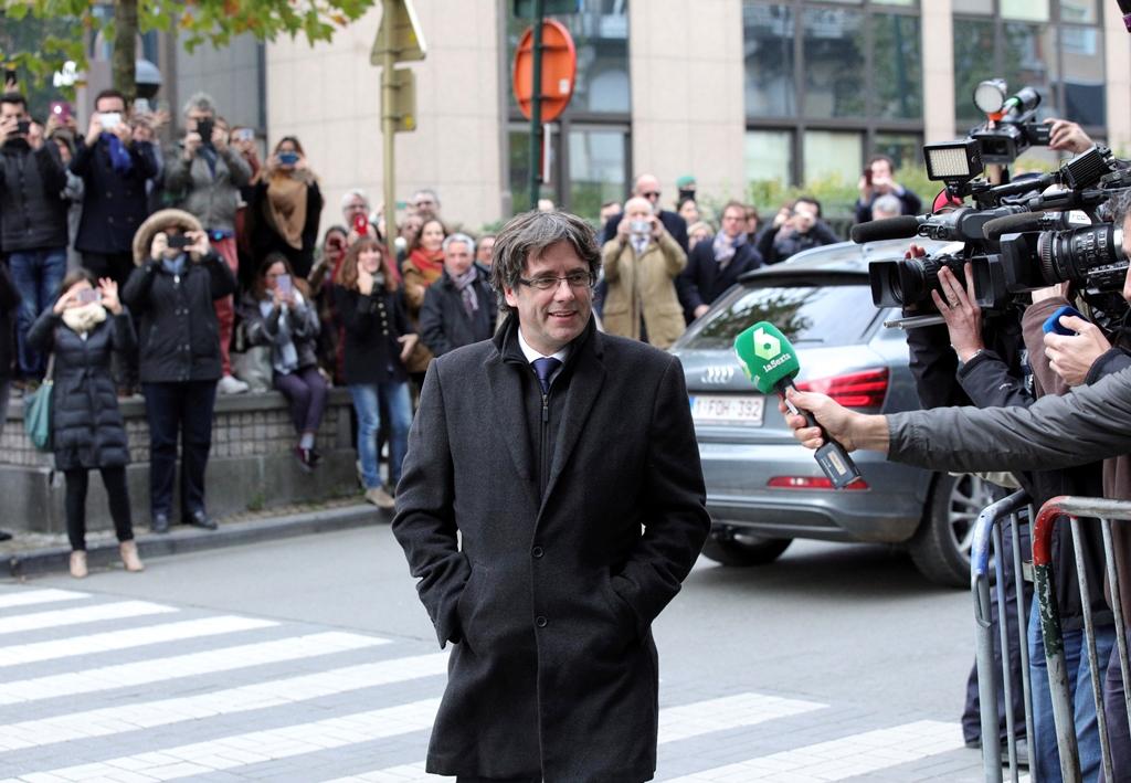 Βέλγιο: Ο Πουτζντεμόν παραδόθηκε στην Αστυνομία – Συνελήφθη λέει η εισαγγελία (video)