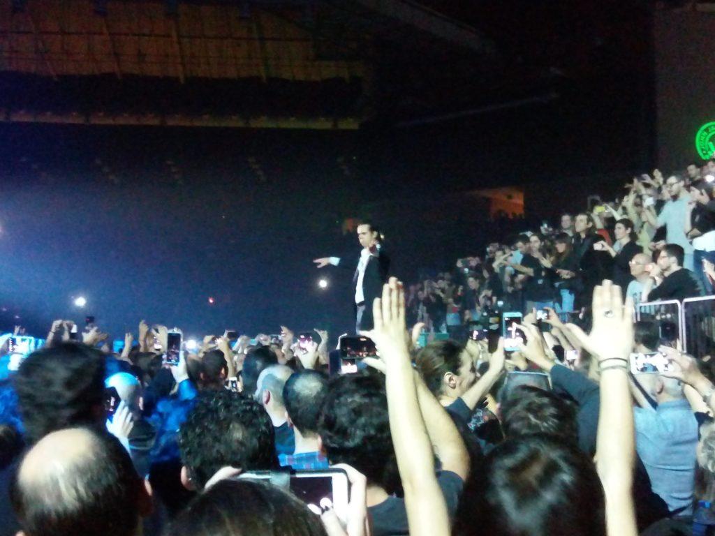 O Nick Cave μάγεψε την Αθήνα – Μια συναυλία «σταθμός» (Video)