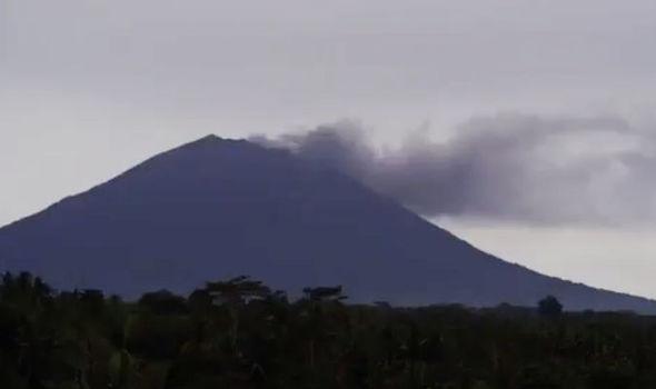 Μπαλί: Συναγεργμός για το ηφαίστειο Αγκούνγκ – 100 χιλιάδες κάτοικοι καλούνται να εγκαταλείψουν τα σπίτια τους (Video)