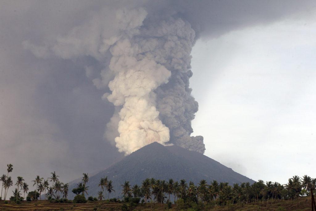 Μπαλί: 100άδες ακυρώσεις πτήσεων λόγω του ηφαιστείου (Video)