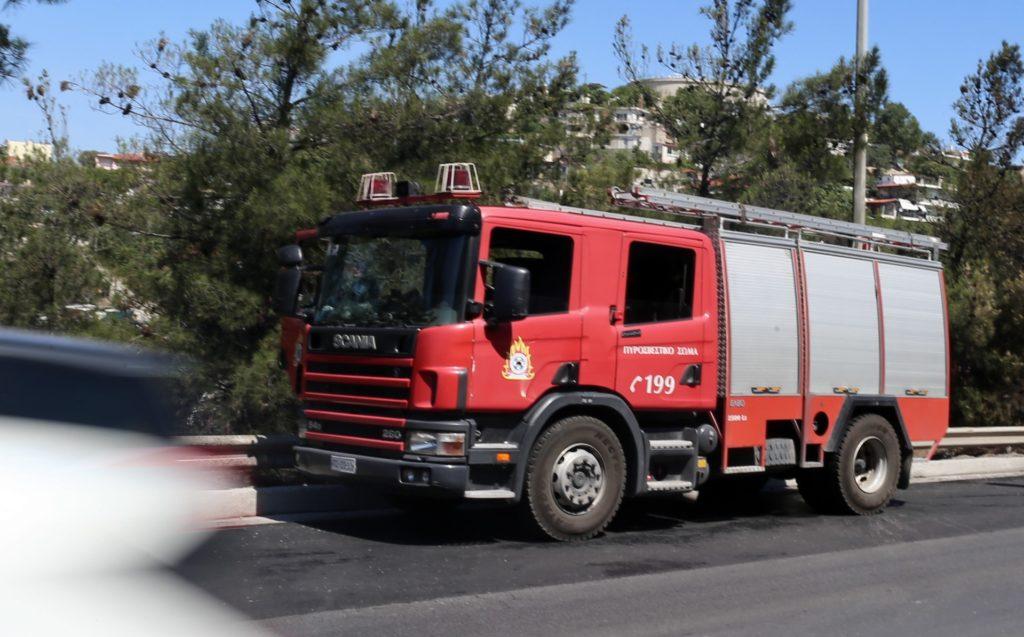 Άγιοι Θεόδωροι: Οριοθετήθηκε η πυρκαγιά – Δεν απείλησε τα διυλιστήρια