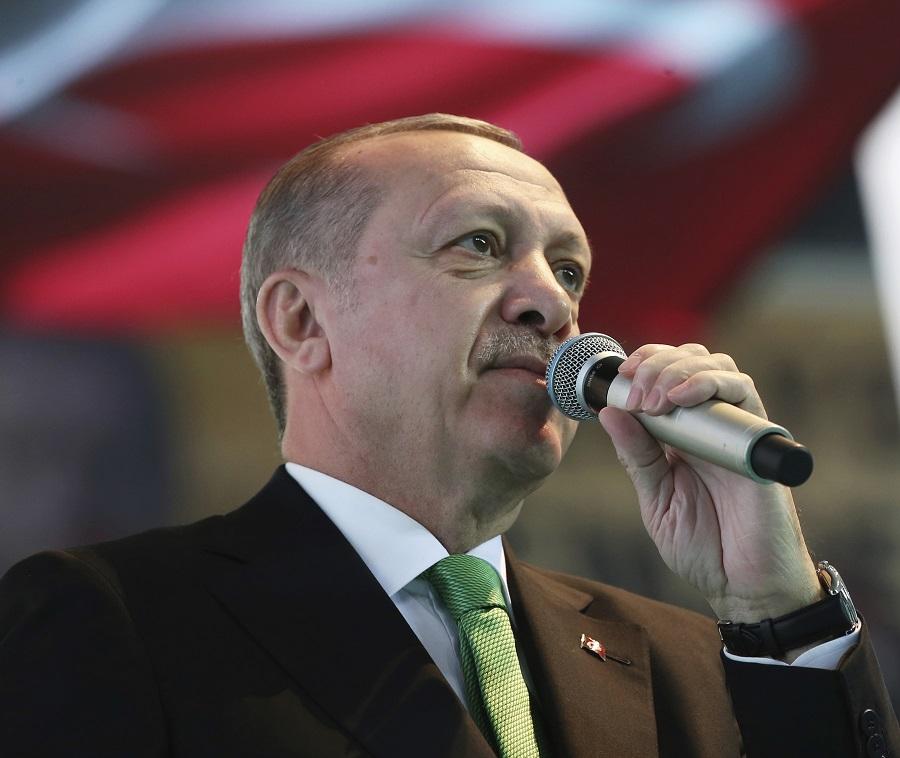 """Με """"φιρμάνι"""" ο Ερντογάν απαιτεί να """"κατέβουν"""" από το Διαδίκτυο καυστικές αναρτήσεις για τον ίδιο – Μεταξύ τους γράφημα του Jo Di"""
