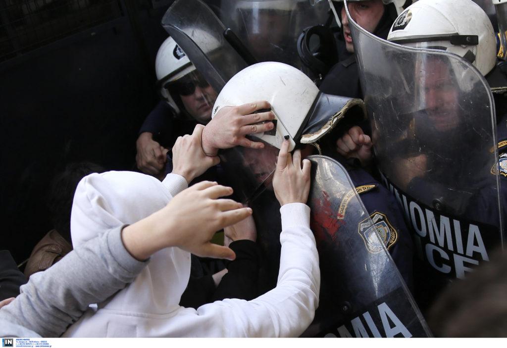 ΕΣΗΕΑ κατά της αστυνομίας για τον τραυματισμό δημοσιογράφου