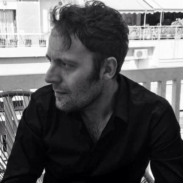 Καταδικάστηκε ο Δήμος Βερύκιος για το ομοφοβικό ξέσπασμά του κατά του συγγραφέα Αύγουστου Κορτώ (Ηχητικό)