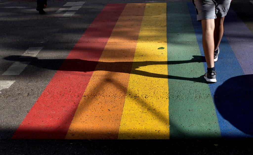 Η Κομισιόν ξεκινά τις διαδικασίες για παραβάσεις των δικαιωμάτων ΛΟΑΤΚΙ σε Πολωνία και Ουγγαρία