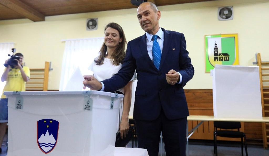 Σλοβενία: Το αντιμεταναστευτικό κόμμα SDS φαίνεται να επικρατεί στις βουλευτικές εκλογές