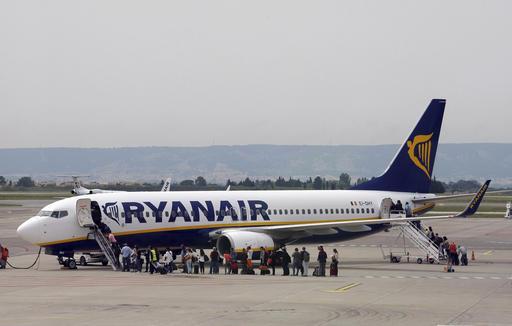 Η Ryanair απειλεί με απολύσεις τους απεργούς πιλότους την ώρα που τα κέρδη της ανεβαίνουν