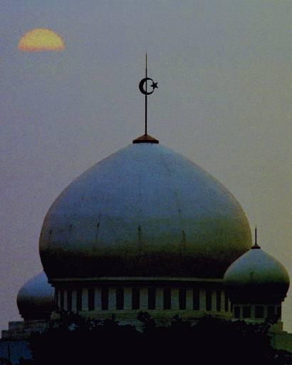 Ινδονησία: Δεν θα το πιστέψετε γιατί φυλάκισαν μια γυναίκα για …βλασφημία!