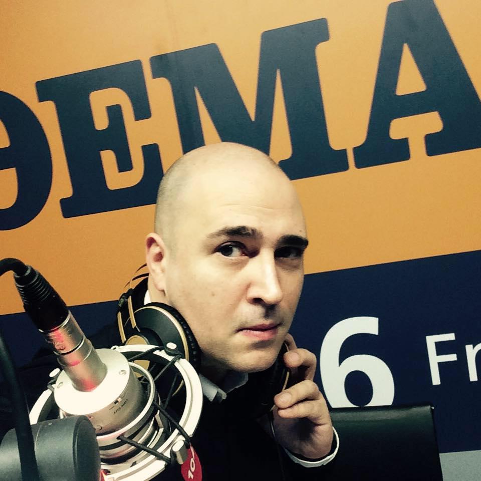 Η δημοσιογραφική αλητεία του Κωνσταντίνου Μπογδάνου: Άνοιξε την εκπομπή του με τον ύμνο των SS και δεν ντράπηκε (Audio)
