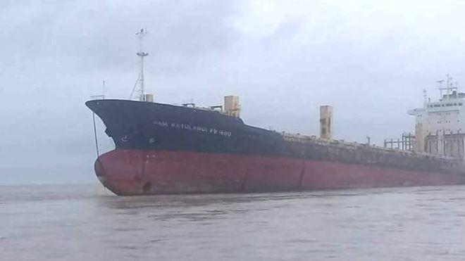Μυστήριο με πλοίο-φάντασμα που βρέθηκε κοντά σε ακτή της Μιανμάρ (Photos+Video)