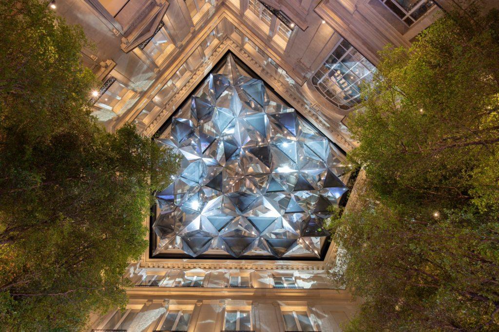 «Γαλλικός αέρας» στα γραφεία της Apple στο Παρίσι (Photos)