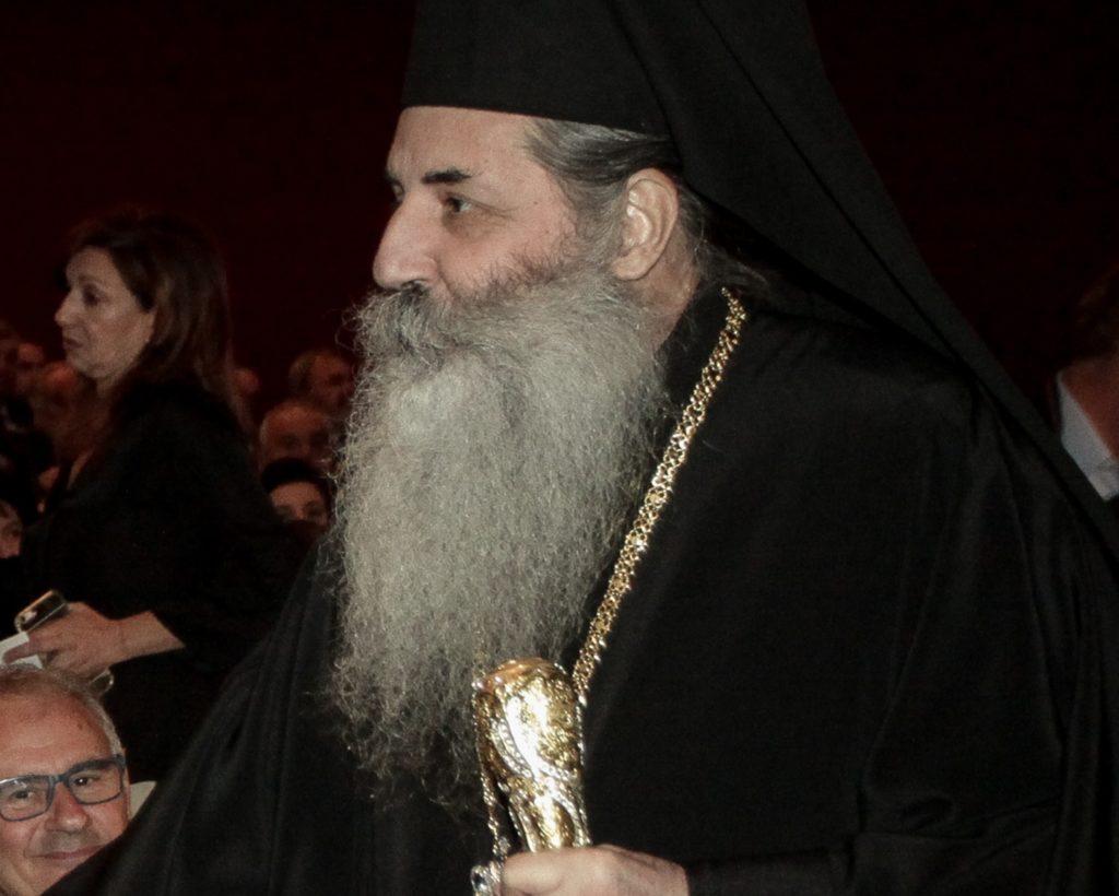 Μοίρασαν τα «Παραπολιτικά» στις εκκλησίες του Πειραιά
