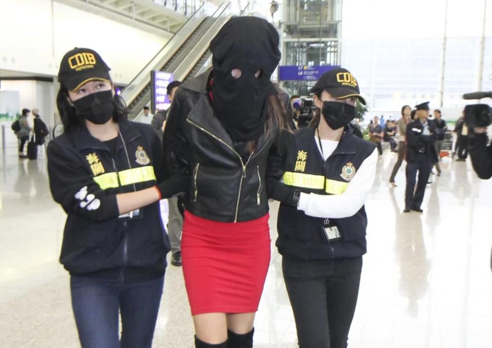 Χονγκ Κονγκ: «Καταπέλτης» ο εισαγγελέας για το μοντέλο με την κοκαΐνη  – «Ήξερες ότι μετέφερες ναρκωτικά στην τσάντα»