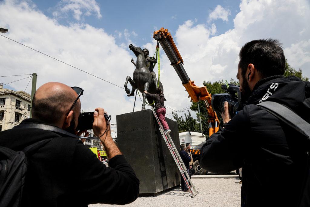 Το άγαλμα του Μεγάλου Αλεξάνδρου τοποθετήθηκε στο κέντρο της Αθήνας (Photos)