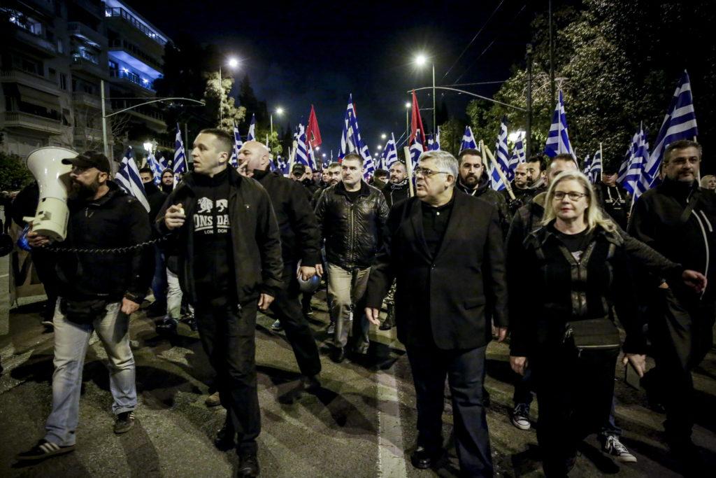 Βόμβες Συναδινού: Ένα εκατ. ευρώ στα ταμεία της Χρυσής Αυγής από ευρωβουλευτές – «Μαύρα» τα ήθελε ο Μιχαλολιάκος (Video)