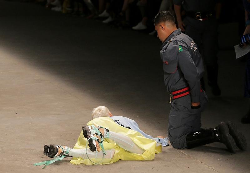 Σοκ στη Βραζιλία: Μοντέλο κατέρρευσε την πασαρέλα και πέθανε