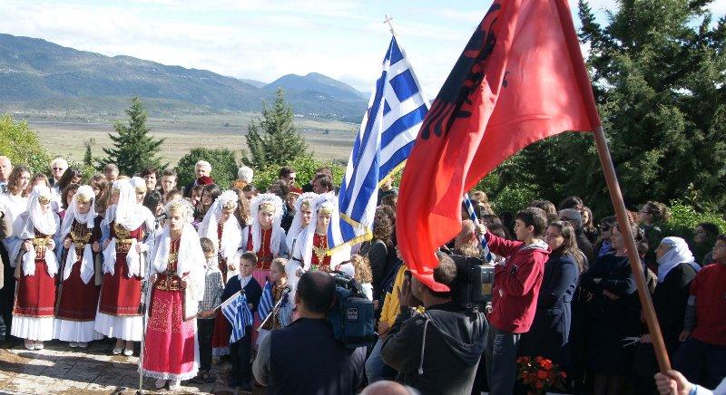 Αλβανία: Αντίδραση της ελληνικής μειονότητας, μετά την αφαίρεση δίγλωσσων πινακίδων σε μειονοτικά χωριά
