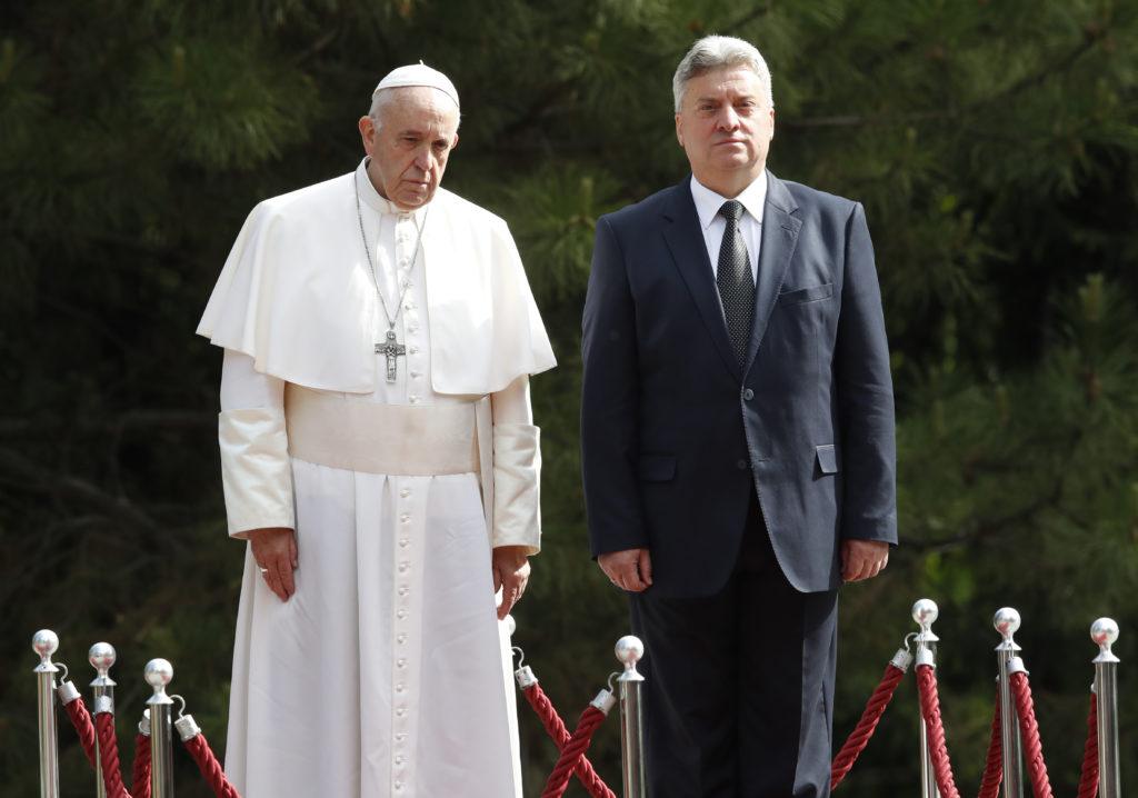 Έφτασε στα Σκόπια ο Πάπας – Θερμή υποδοχή (Photos)