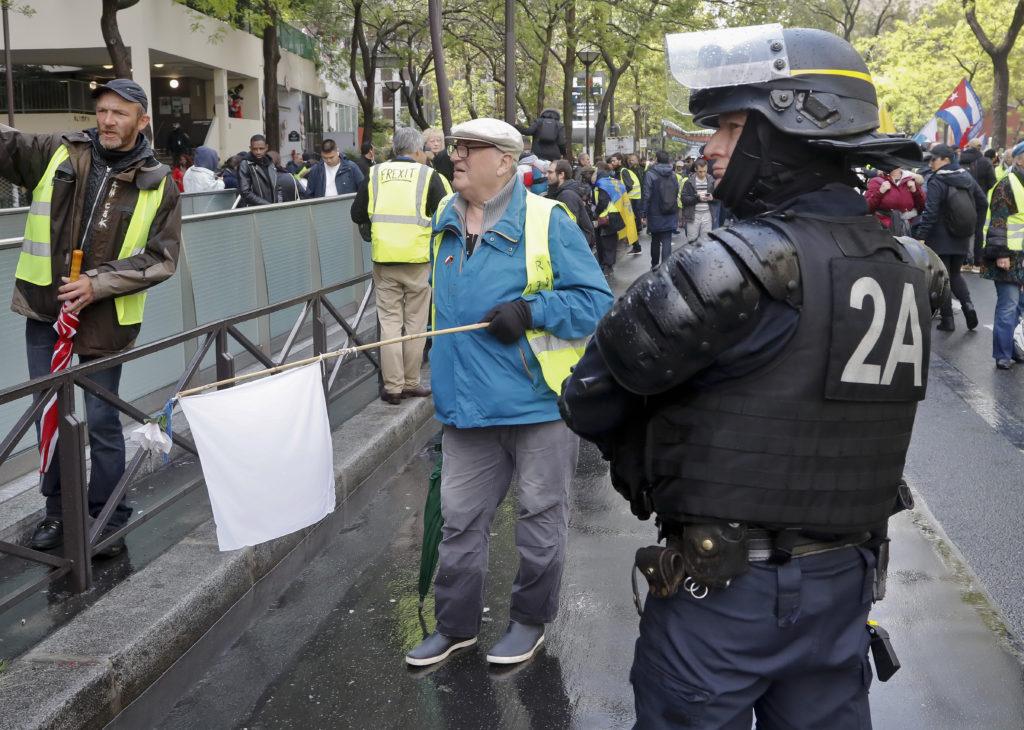 Γαλλία: Χάνουν τη δυναμική τους τα Κίτρινα Γιλέκα στην πορεία προς τις ευρωεκλογές (Videos)