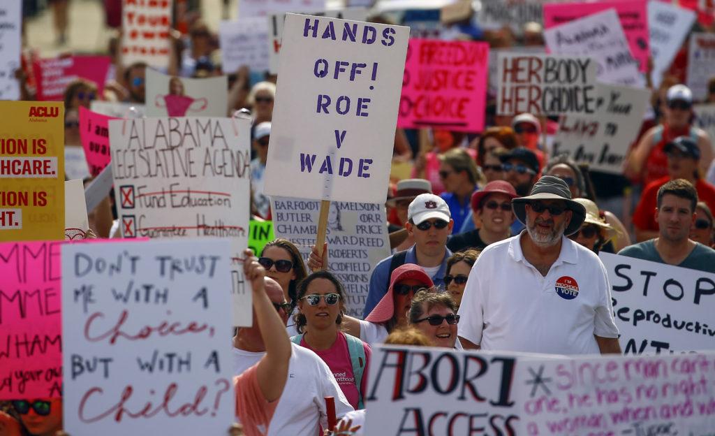 Αλαμπάμα: Χιλιάδες στους δρόμους κατά της απόφασης που ποινικοποιεί τις αμβλώσεις