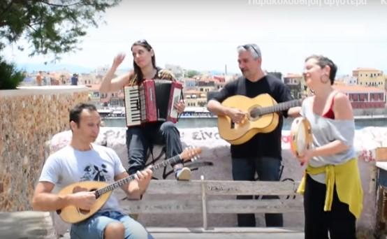 Μουσικός δεν έβρισκε σπίτι λόγω Airbnb κι έκανε την περιπέτειά του τραγούδι (Video)