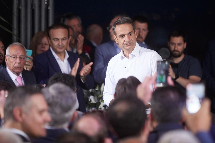 Προεκλογική ομιλία του Μητσοτάκη σε… ταράτσα (Photos)