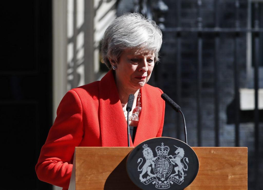 Τα δάκρυα της Μέι κατά την ανακοίνωση της παραίτησης της: «Ήταν τιμή μου που ήμουν πρωθυπουργός» (Video – Photos)