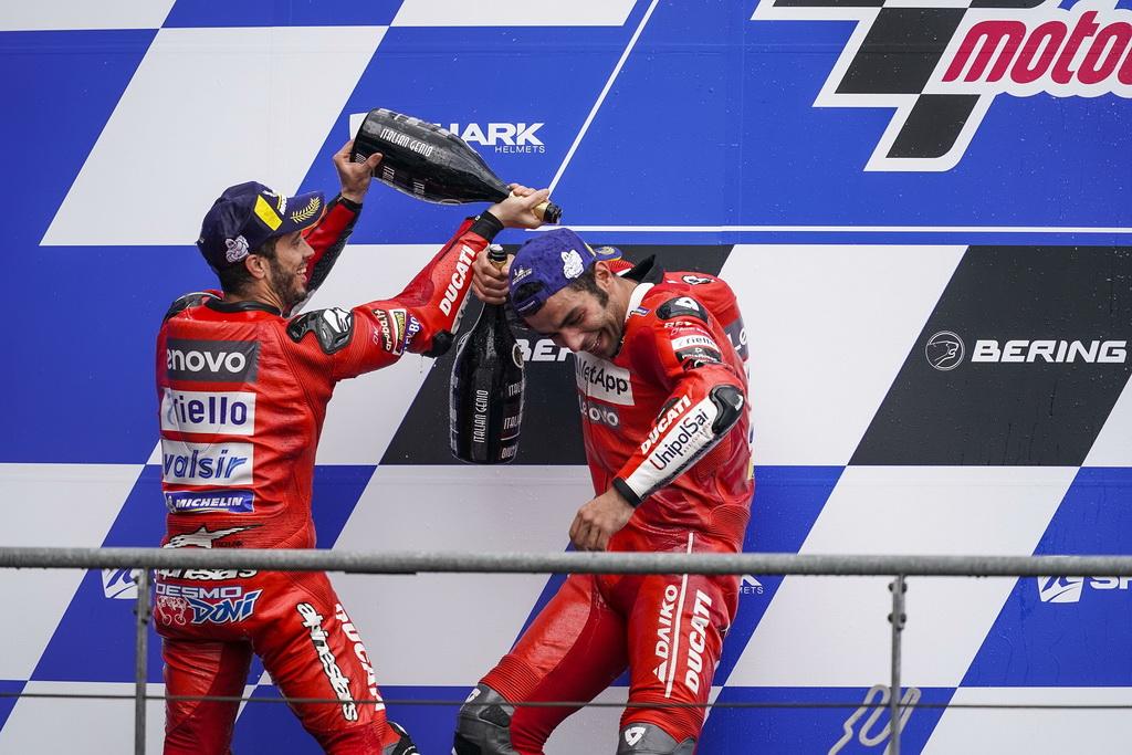Ντοβιτσιόζο και Πετρούτσι στο βάθρο με Ducati