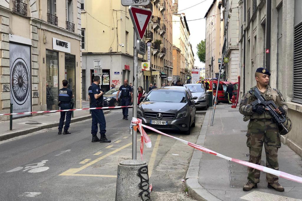 Γαλλία: Στους 13 οι τραυματίες από την έκρηξη στη Λυών (Photos)